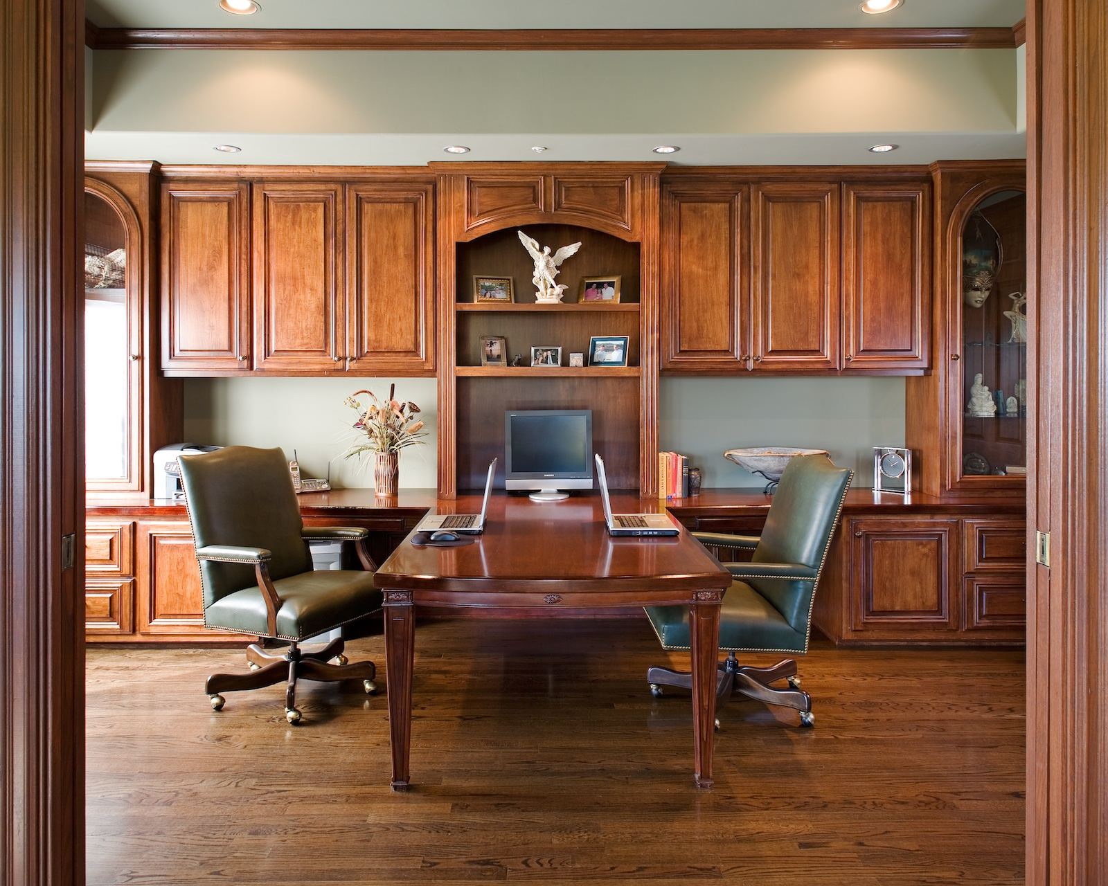 """Home Office in """"U"""" shape with desk 